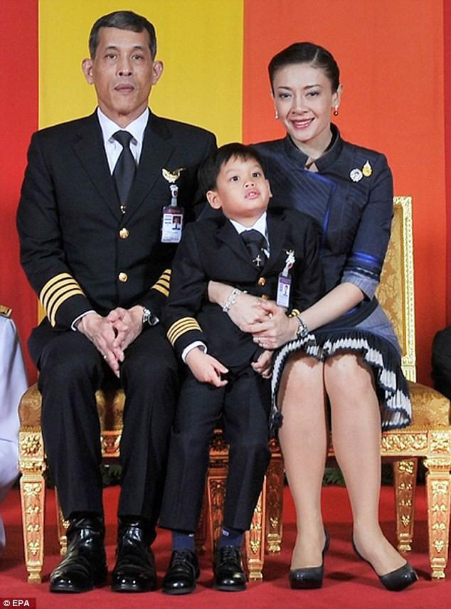Trước Hoàng quý phi, vợ cũ của Quốc vương Thái Lan cũng rơi vào hoàn cảnh tương tự và có kết cục không thể bi đát hơn - Ảnh 2.