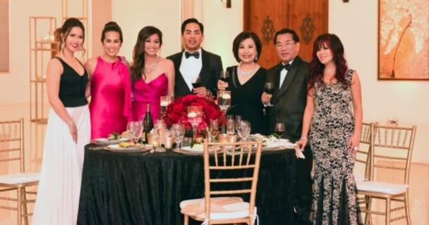 Gia tộc siêu giàu người Mỹ gốc Việt lần đầu tiên xuất hiện trong chương trình Dòng Họ Hồ của HBO - Ảnh 1.