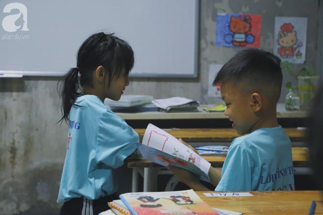 Chuyện về lớp học 0 đồng giữa Sài Gòn: Hai vợ chồng lấy tiền lương, bán vàng cưới để giúp trẻ em nghèo được học chữ - Ảnh 18.