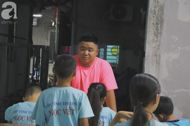 Chuyện về lớp học 0 đồng giữa Sài Gòn: Hai vợ chồng lấy tiền lương, bán vàng cưới để giúp trẻ em nghèo được học chữ - Ảnh 20.