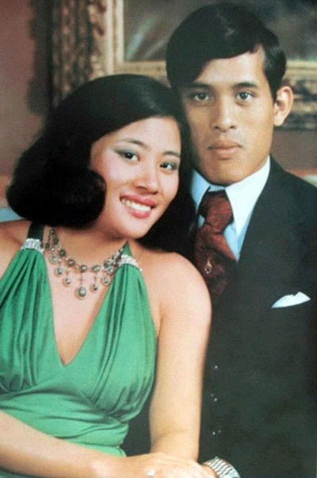 Hậu cung đầy sóng gió của Quốc vương Thái Lan: Có 5 bà vợ, từng kết hôn với em họ và vụ ly hôn tiêu tốn đến 5,5 triệu đô - Ảnh 3.