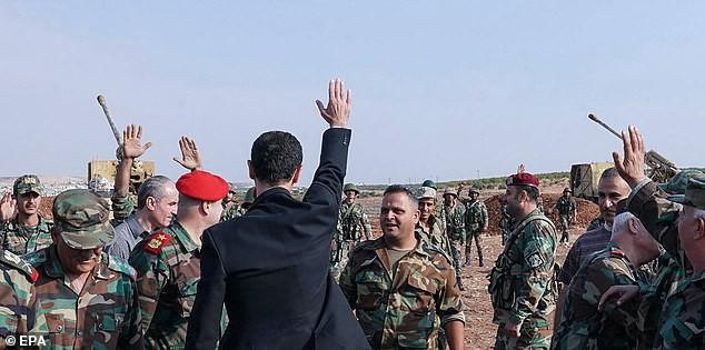 Chùm ảnh Tổng thống Assad bất ngờ xuất hiện đầy tự tin giữa vùng chiến sự khốc liệt Syria - Ảnh 3.