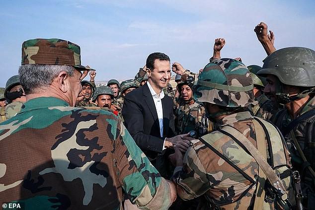 Chùm ảnh Tổng thống Assad bất ngờ xuất hiện đầy tự tin giữa vùng chiến sự khốc liệt Syria - Ảnh 4.