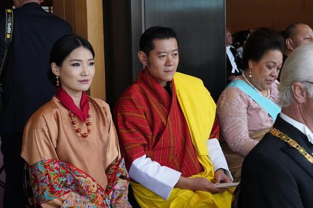 Cộng đồng mạng phát sốt với vẻ đẹp thoát tục không góc chết của Hoàng hậu Bhutan ở Nhật Bản khi tham dự lễ đăng quang - Ảnh 5.