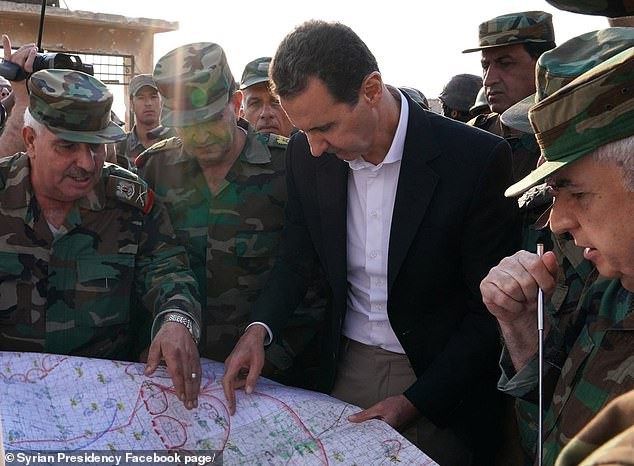 Chùm ảnh Tổng thống Assad bất ngờ xuất hiện đầy tự tin giữa vùng chiến sự khốc liệt Syria - Ảnh 5.