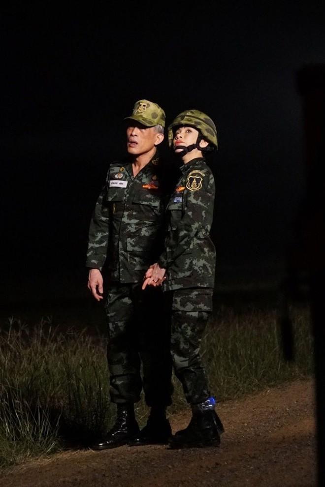 Hoàng hậu và Hoàng quý phi Thái Lan: Xuất phát điểm tương đồng, cùng mục tiêu nhưng người về đỉnh cao, người về vực sâu trong cuộc cung đấu - Ảnh 8.