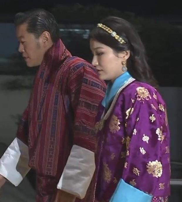 Cộng đồng mạng phát sốt với vẻ đẹp thoát tục không góc chết của Hoàng hậu Bhutan ở Nhật Bản khi tham dự lễ đăng quang - Ảnh 8.