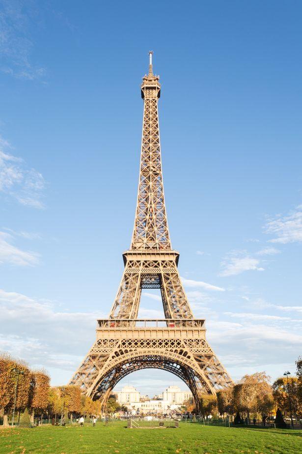 Tiểu hành tinh có kích thước to gấp đôi tháp Eiffel sắp lướt qua Trái đất - Ảnh 1.