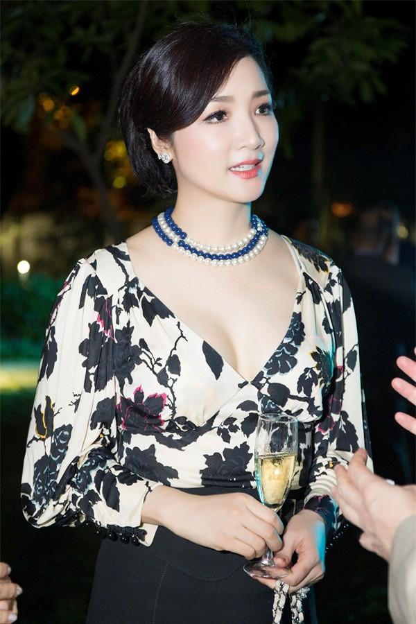 Hoa hậu Đền Hùng Giáng My ngồi ghế nóng cuộc thi Người đẹp Xứ dừa 2019 - Ảnh 2.