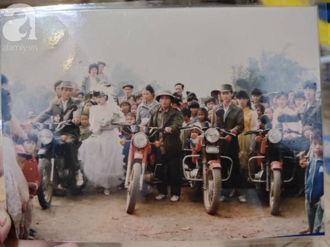 Chuyện cưới trước yêu sau của cô nàng Lạng Sơn: Là người đầu tiên trong làng mặc váy cưới và dàn siêu xe rước dâu khiến tất cả lác mắt - Ảnh 2.