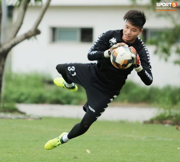 Hà Nội FC ký hợp đồng 3 năm với Phí Minh Long, tương lai Bùi Tiến Dũng tiếp tục bỏ ngỏ - Ảnh 1.