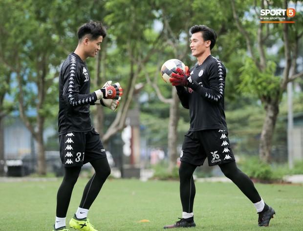 Hà Nội FC ký hợp đồng 3 năm với Phí Minh Long, tương lai Bùi Tiến Dũng tiếp tục bỏ ngỏ - Ảnh 2.