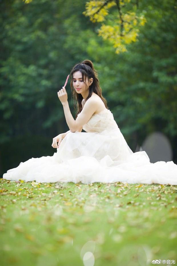 """""""Tiểu Long Nữ"""" Lý Nhược Đồng bất ngờ khoe ảnh váy cưới ở tuổi 46, lý do đằng sau khiến Cnet dở khóc dở cười - Ảnh 1."""