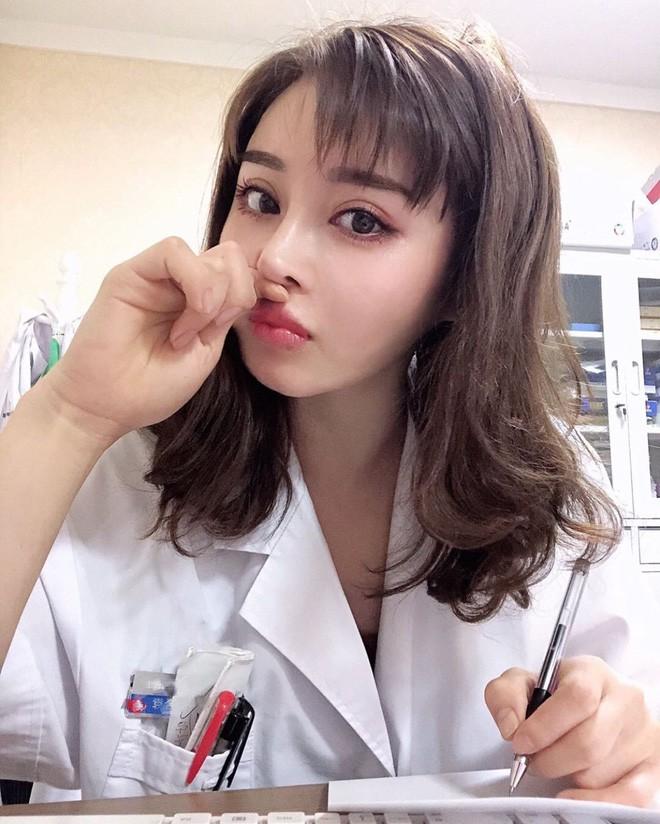 Dân mạng trầm trồ với nữ bác sĩ có body cường tráng như võ sĩ, trái ngược với khuôn mặt xinh như búp bê - Ảnh 5.