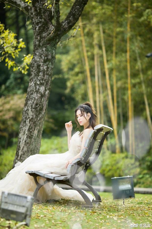 """""""Tiểu Long Nữ"""" Lý Nhược Đồng bất ngờ khoe ảnh váy cưới ở tuổi 46, lý do đằng sau khiến Cnet dở khóc dở cười - Ảnh 5."""