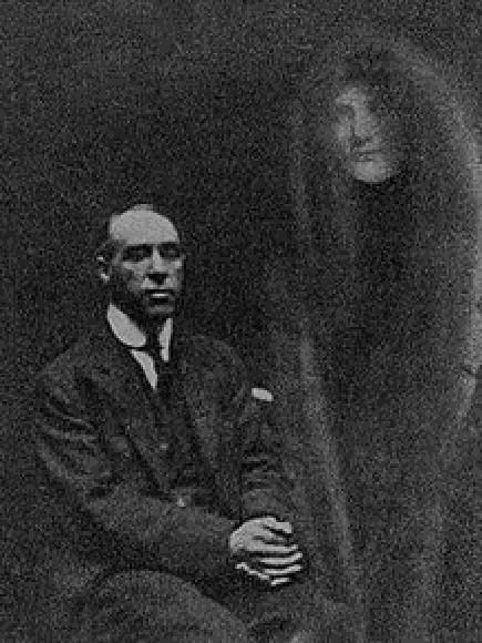 Từ bức ảnh chụp trúng vị khách không mời đến loạt sản phẩm gây rùng mình của người đàn ông từng được xem là bậc thầy bộ môn nhiếp ảnh - Ảnh 1.