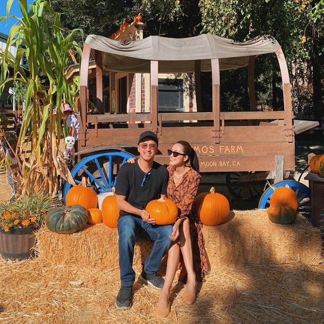 Tăng Thanh Hà đăng ảnh tình tứ bên ông xã Louis Nguyễn nhân dịp cả gia đình chuẩn bị lễ Halloween - Ảnh 2.