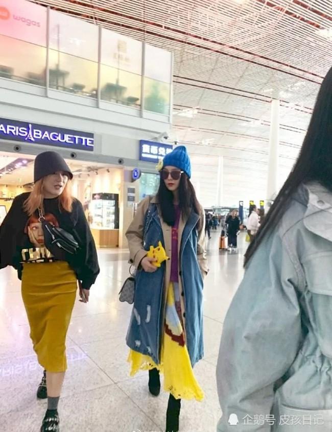 Phạm Băng Băng xuất hiện cùng mẹ tại sân bay nhưng bất ngờ lại bị người hâm mộ bơ đẹp - Ảnh 3.