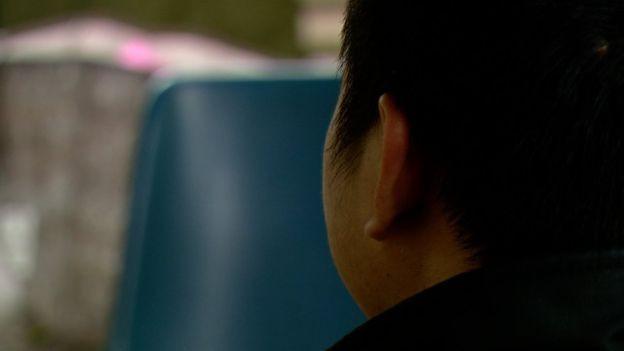 Hành trình treo người dưới gầm xe tải và cuộc sống không biết ngày, đêm của người Việt di cư trái phép ở Anh - Ảnh 2.