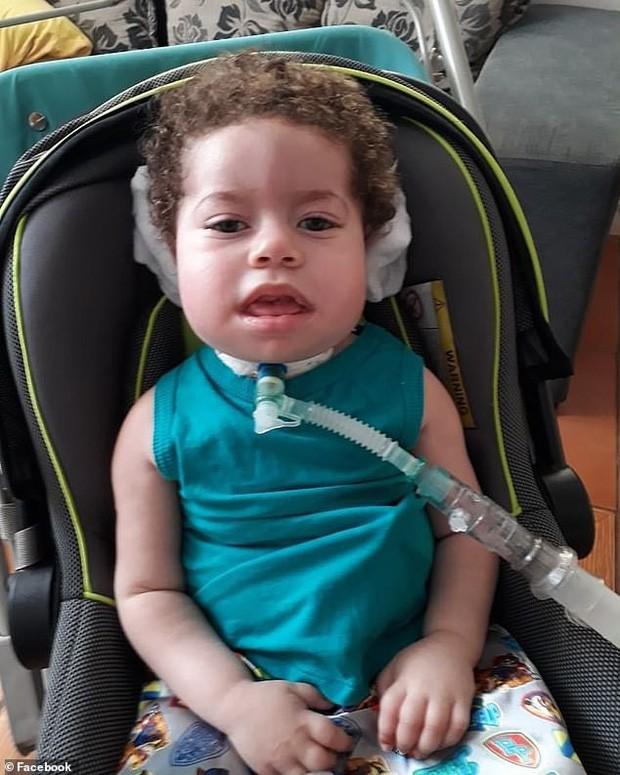 Người bố nhẫn tâm lấy gần 3,5 tỷ tiền ủng hộ chữa bệnh cho con để ăn chơi trác táng, bỏ mặc con trai qua đời thương tâm - Ảnh 1.