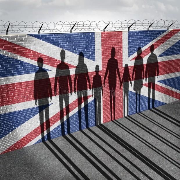 Những chia sẻ của Đại sứ Anh tại Việt Nam về mặt tối của tình trạng mua bán người và di cư trái phép - Ảnh 2.
