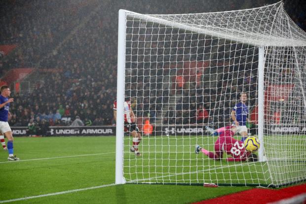 Sốc: Nhà vô địch Ngoại hạng Anh năm 2016 nghiền nát đội bạn với tỷ số kinh hoàng 9-0, lập thành tích chưa từng có trong lịch sử giải đấu - Ảnh 3.