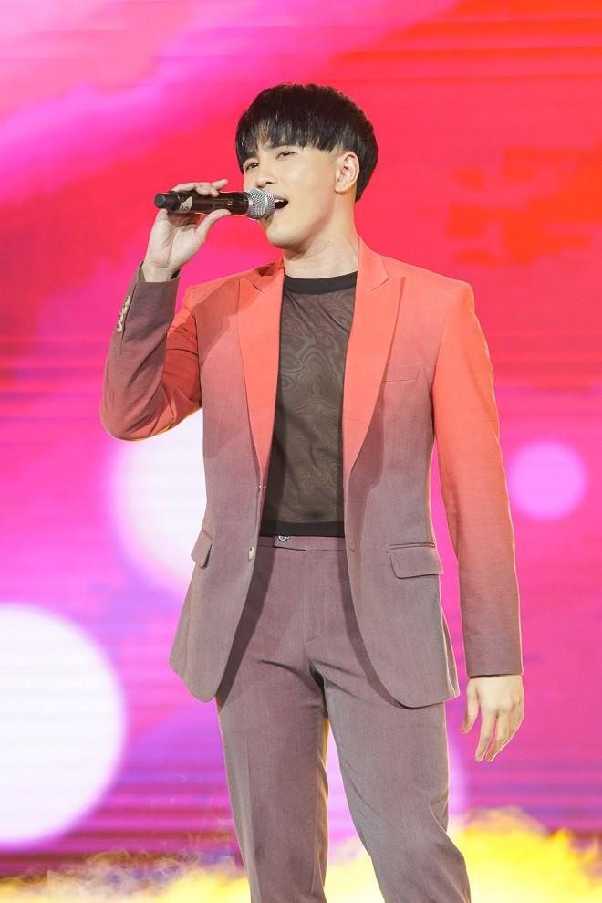 Nhóm nhạc thần tượng Hàn Quốc The Boyz biểu diễn cùng nhiều ca sĩ Việt - ảnh 6