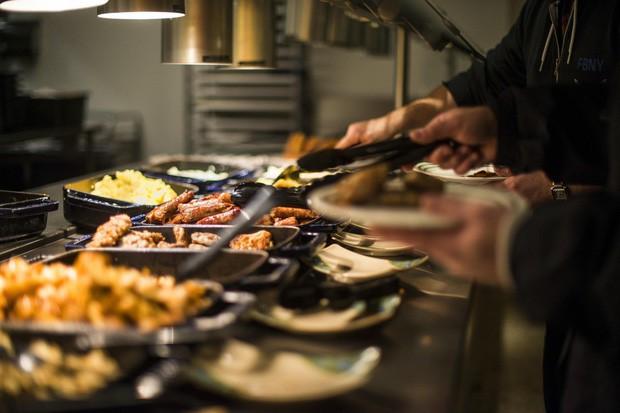 Xem cách Facebook phục vụ đồ ăn đỉnh như nhà hàng thế này, bảo sao nhân viên không chịu ra ngoài cũng dễ hiểu - Ảnh 2.