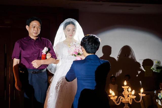 Con trai, đừng tiêu tiền cho vợ - Lá thư gây sốt của ông bố gửi con trai trước ngày lấy vợ - Ảnh 2.