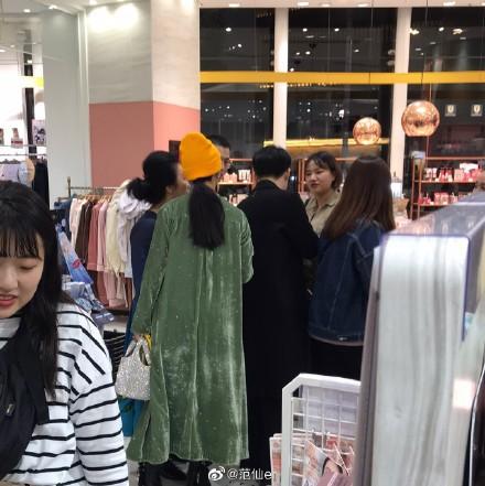 Phạm Băng Băng được bắt gặp cùng người đàn ông lạ mặt đưa đi mua sắm tại Nhật Bản - Ảnh 4.