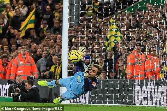 Vô duyên với 2 quả pen từ VAR, Man United vẫn bay cao trên BXH Premier League - Ảnh 9.