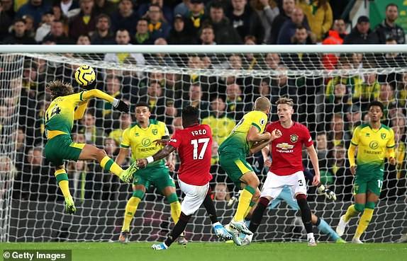 Vô duyên với 2 quả pen từ VAR, Man United vẫn bay cao trên BXH Premier League - Ảnh 8.