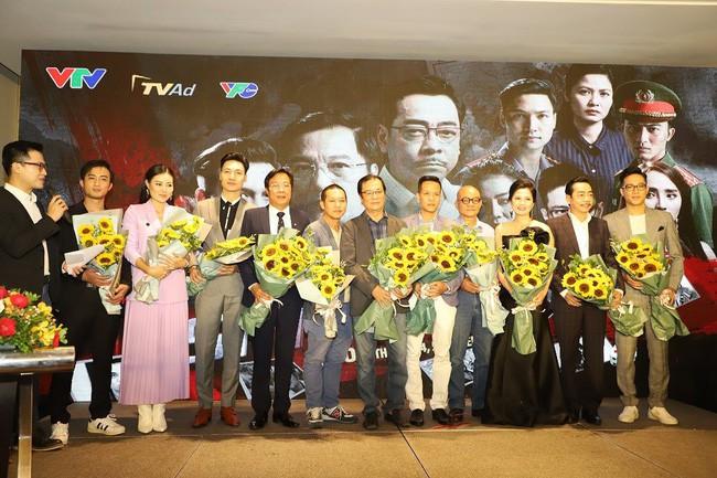 Đạo diễn Khải Hưng thẳng thắn: Việt Anh đập mặt, đập mũi khi quay phim làm chúng tôi rất mệt mỏi - Ảnh 1.