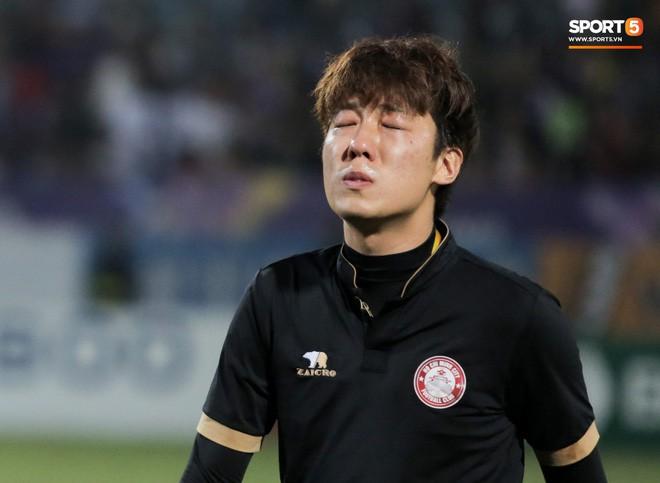 Trợ lý người Hàn Quốc khóc nức nở, không phục thất bại trước Hà Nội FC ở bán kết Cúp Quốc gia 2019 - Ảnh 5.