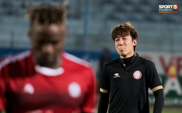 Trợ lý người Hàn Quốc khóc nức nở, không phục thất bại trước Hà Nội FC ở bán kết Cúp Quốc gia 2019 - Ảnh 6.