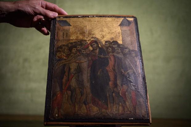 Ở tuổi gần đất xa trời, cụ bà bỗng kiếm được 619 tỷ đồng nhờ bán bức tranh phủ bụi đen sì trong xó bếp - Ảnh 1.