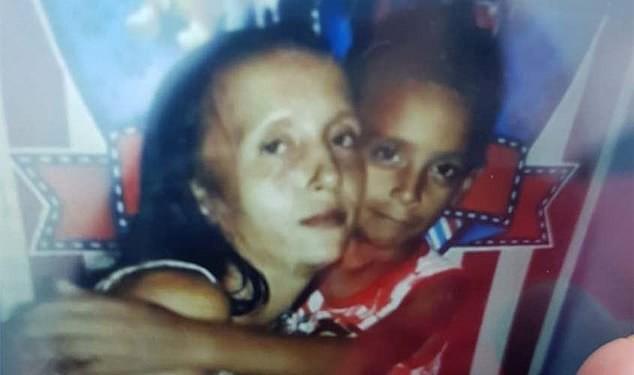 Bé gái 13 tuổi sát hại người chị đang mang thai 8 tháng của mình và lấy cắp đứa bé trong bụng - Ảnh 1.