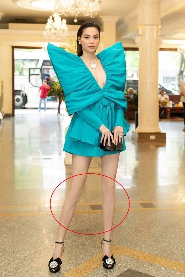 Hồ Ngọc Hà nối gót Phượng Chanel photoshop quá lố đến mất luôn đầu gối gân guốc - Ảnh 2.