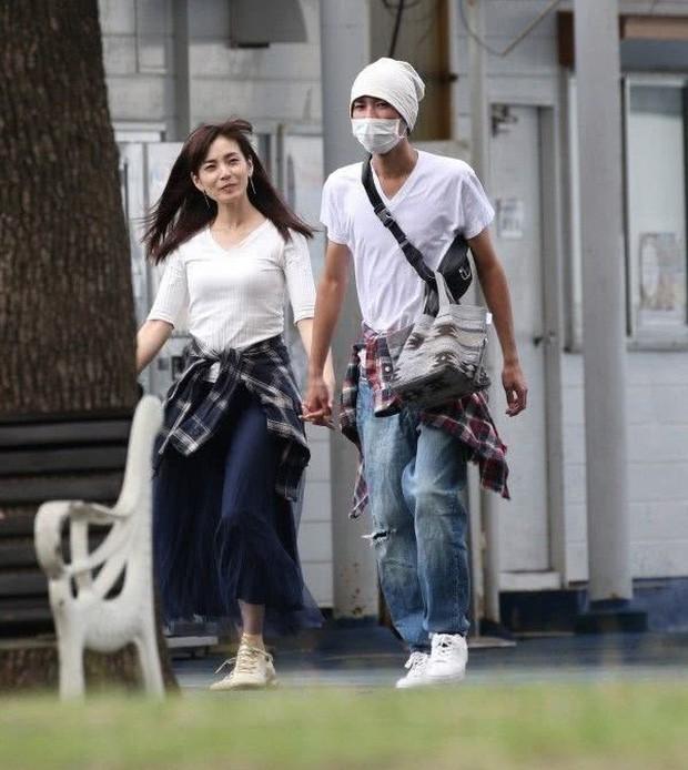 Bê bối ngoại tình rúng động Jbiz: Cựu thành viên AKB48 cặp kè sao nam kém 10 tuổi, tình tiết hẹn hò gây phẫn nộ hơn - Ảnh 3.