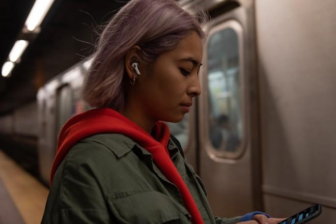 Apple ra mắt AirPods Pro: Chống ồn chủ động, chất âm tốt hơn, giá 249 USD - Ảnh 5.