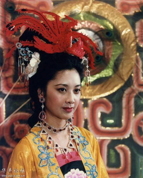 Cuộc sống bí ẩn của mỹ nhân được chọn đóng cảnh nóng nhất trong Tây Du Ký 1986 - Ảnh 2.
