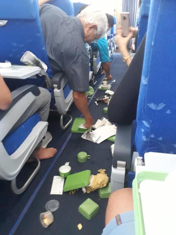 Bamboo Airways nói về thông tin tiếp viên bắn lên tận nóc, thức   ăn, cà phê tắm hết vào người - Ảnh 1.