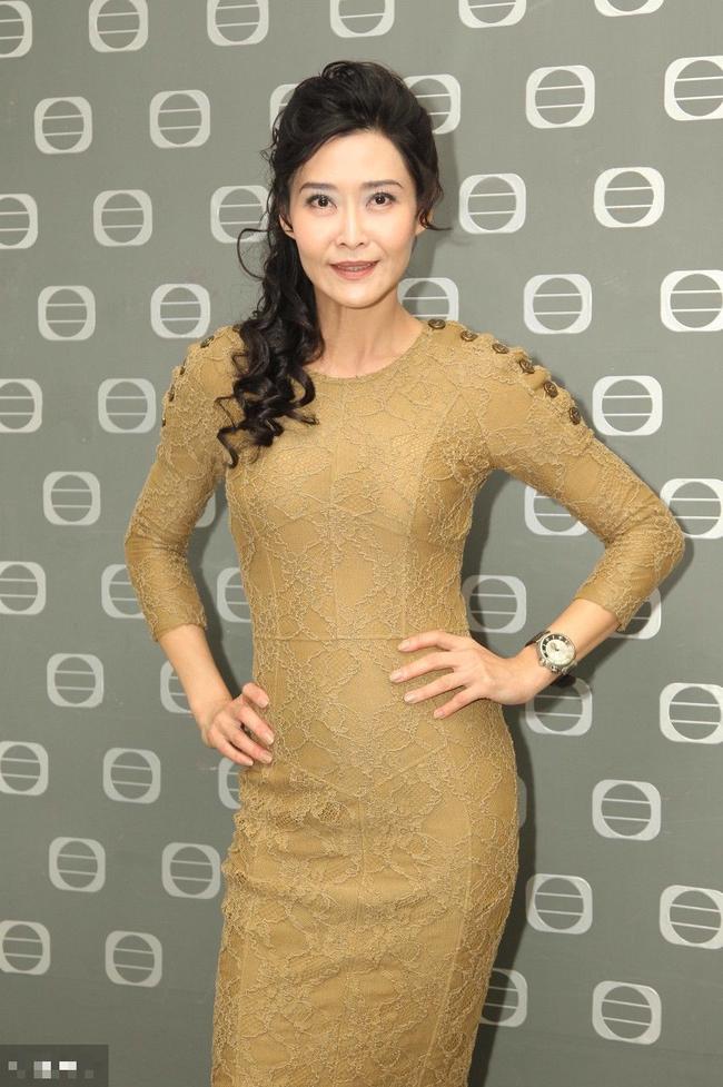 Bị đàn ông khinh rẻ vì mác diễn viên phim 18+, ai ngờ người đẹp Hong Kong cưới hẳn tỷ phú để dằn mặt thiên hạ và chồng còn hết lời ca ngợi vợ - Ảnh 2.