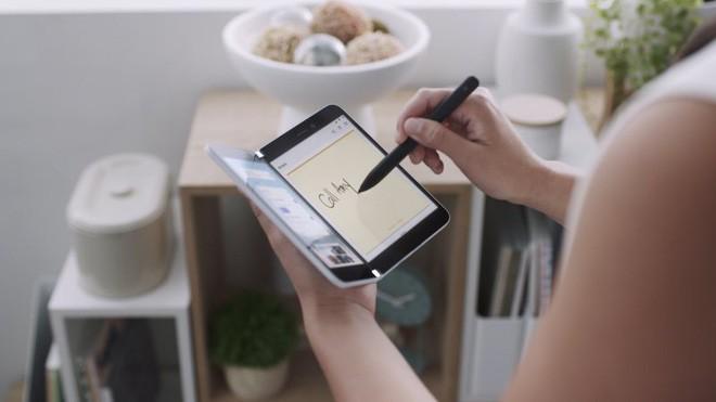 Samsung sẽ trở thành nạn nhân đầu tiên của Surface Duo - Ảnh 1.