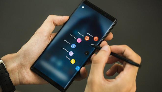 Samsung sẽ trở thành nạn nhân đầu tiên của Surface Duo - Ảnh 2.