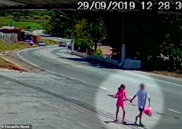 Bé gái 9 tuổi mắc chứng tự kỷ bị xâm hại và đánh đập đến chết, hình ảnh cuối cùng của em tố cáo tên hung thủ chỉ mới 12 tuổi - Ảnh 6.