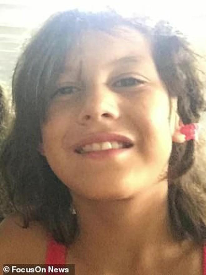 Bé gái 9 tuổi mắc chứng tự kỷ bị xâm hại và đánh đập đến chết, hình ảnh cuối cùng của em tố cáo tên hung thủ chỉ mới 12 tuổi - Ảnh 1.