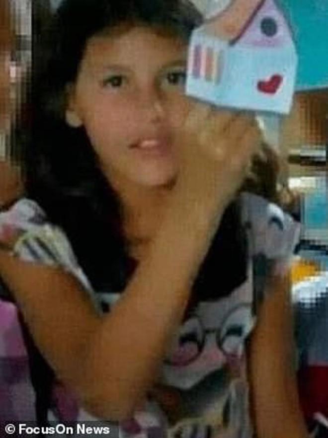 Bé gái 9 tuổi mắc chứng tự kỷ bị xâm hại và đánh đập đến chết, hình ảnh cuối cùng của em tố cáo tên hung thủ chỉ mới 12 tuổi - Ảnh 2.