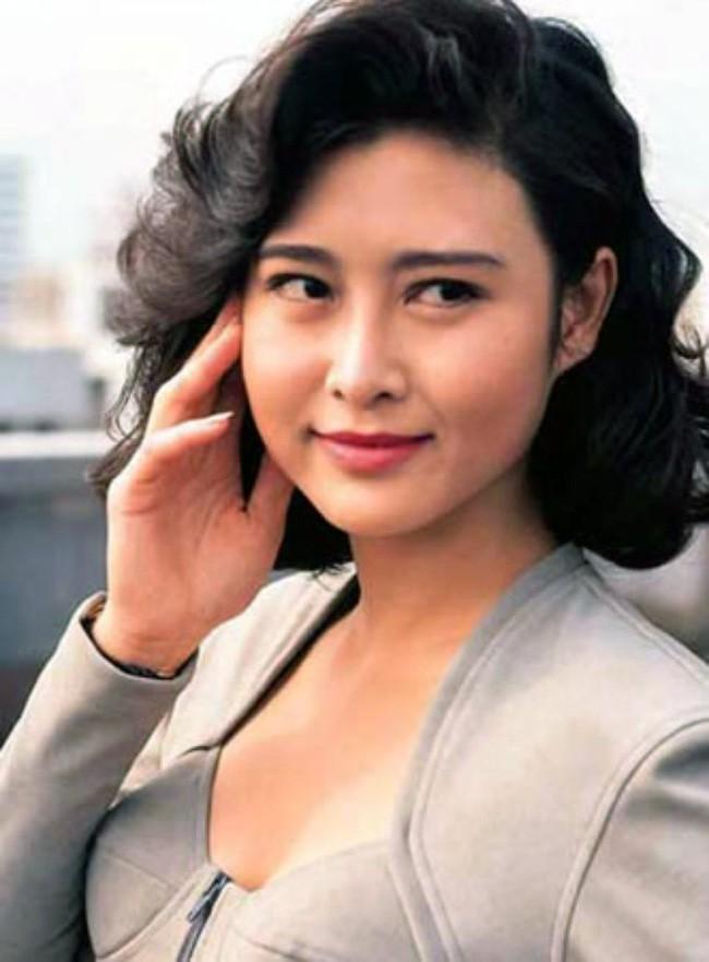 Bị đàn ông khinh rẻ vì mác diễn viên phim 18+, ai ngờ người đẹp Hong Kong cưới hẳn tỷ phú để dằn mặt thiên hạ và chồng còn hết lời ca ngợi vợ - Ảnh 3.