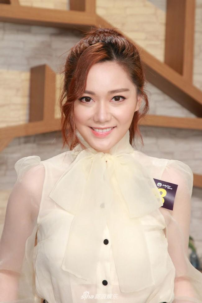 Mỹ nữ TVB lo lắng tin đồn hẹn hò với Lưu Khải Uy làm ảnh hưởng đến những người theo đuổi mình - Ảnh 3.